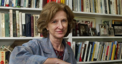 Carolyn D Wright
